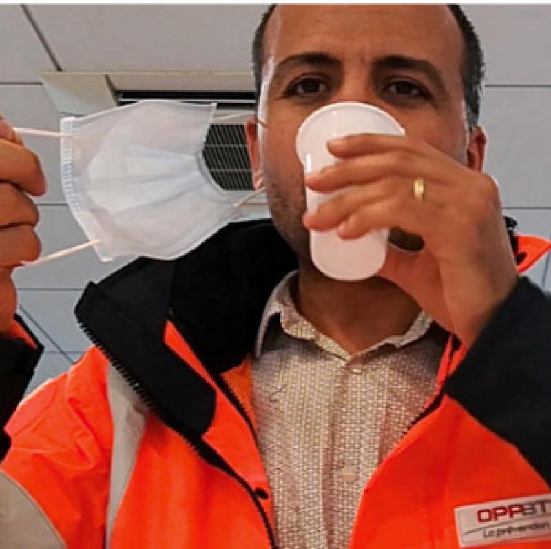 Comment boire en portant un masque