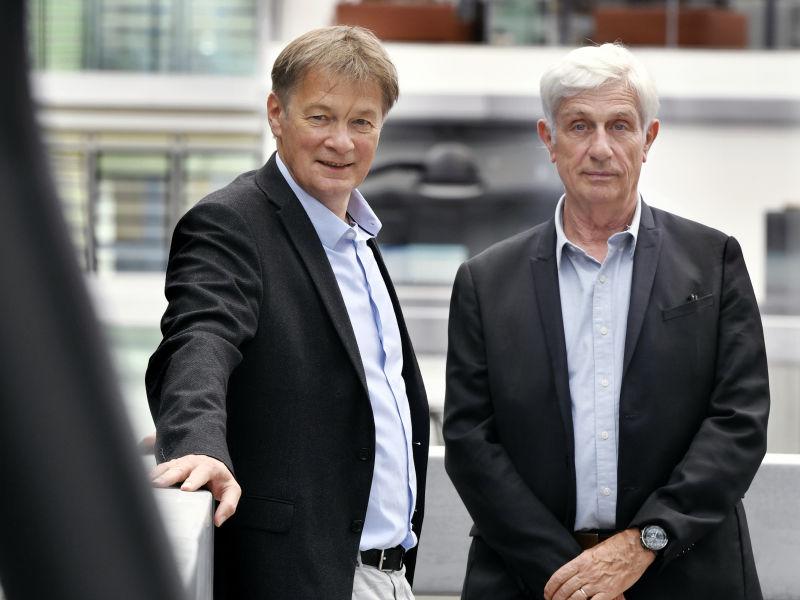 Christian Michelot (à gauche sur la photo), psychosociologue et enseignant-chercheur à CentraleSupélec, et Christian Griffault, professionnel du bâtiment et professeur à l'École CentraleSupélec.