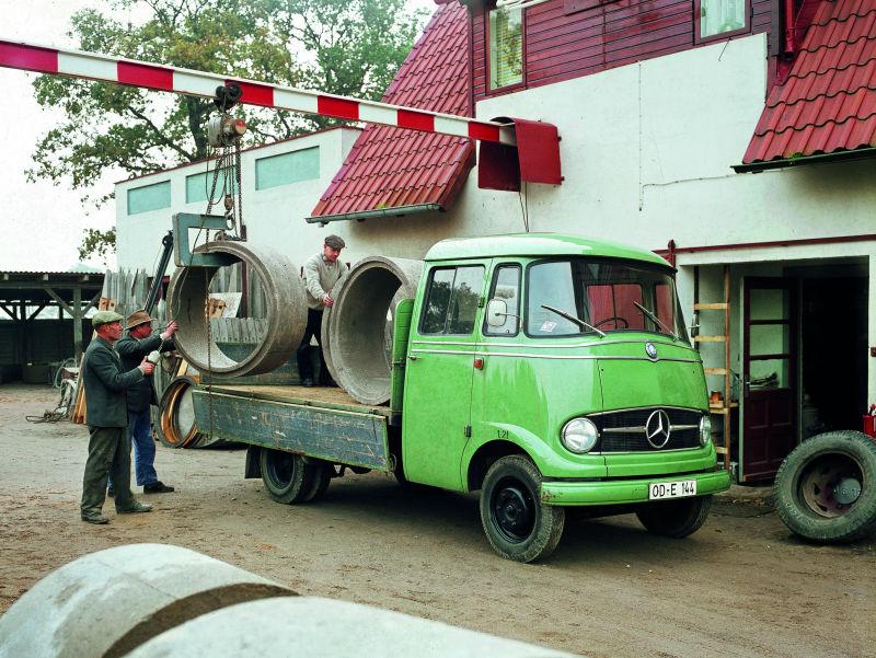 Mercedes-Benz L 319
