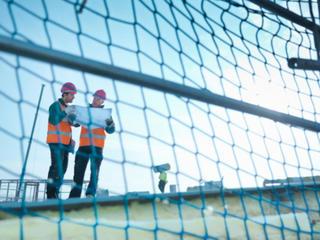 Filets de sécurité sur un chantier
