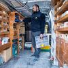 Entrepreneur dans son véhicule utilitaire